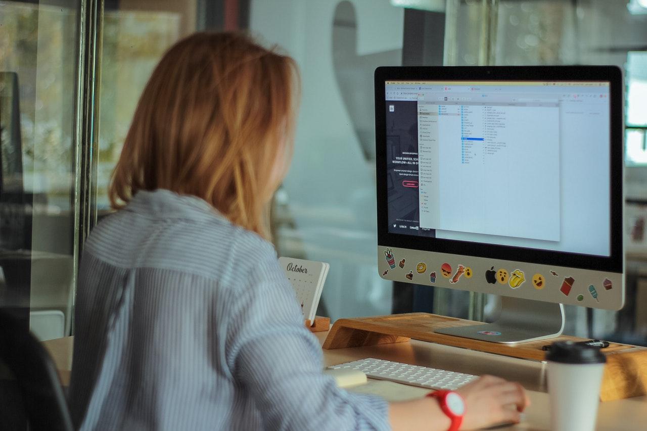 business woman ordinateur